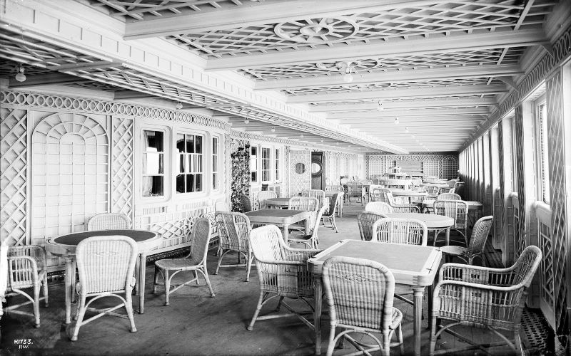 The Titanic's Café Parisien before climbing plants were later added to its trellised walls. Image: Wikipedia