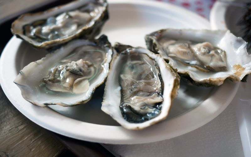 Dinner began with raw oysters and assorted hors d'oeuvre for first-class passengers. Image: Getty